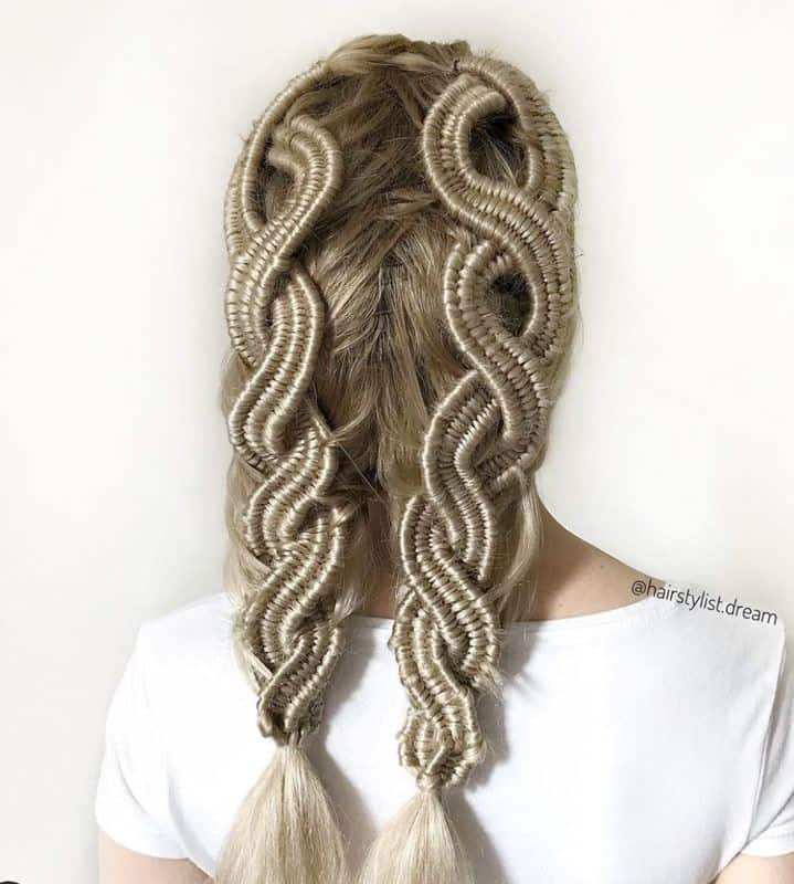 Infinity Braids in Pigtails