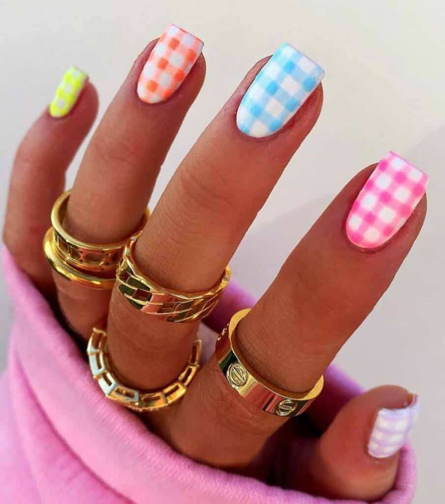 summer gingham nails