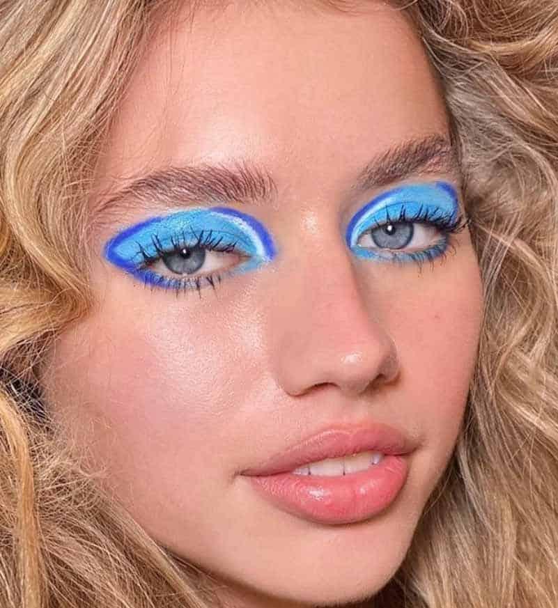Inside-out blue eyeliner