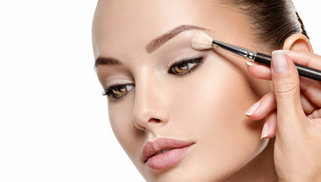 Apply-Your-Eyeshadow-Like-A-Pro-With-These-10-Easy-Tips-Tricks